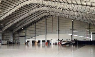 China De aangepaste Geprefabriceerde Hangaars van Staalvliegtuigen met 26 Tegels van het Maatstaal leverancier
